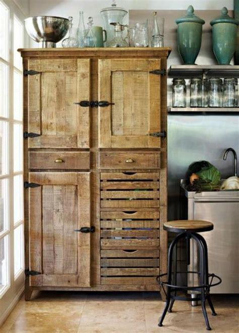 recouvrement armoire de cuisine idées originales de meubles en palettes archzine fr