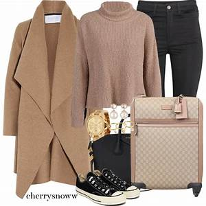 Women In 40 Look Pretty Chic In Winter Travel Outfits 2018 | Style Debates
