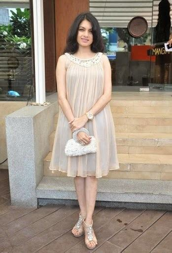 hindi heroine bhagyashree hot images  pics