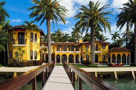 villa jasmine luxury waterfront miami beach mansion on sale extravaganzi