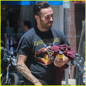 Pete Wentz Grabs Lunch with Son Bronx in Studio City | 15 ...