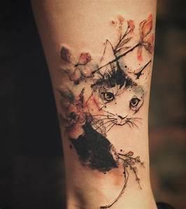 Tatouage Bras Complet Femme : photo tatouage femme un chat en aquarelle sur le bras ~ Melissatoandfro.com Idées de Décoration