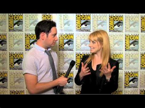 melissa rauch voice of howard s mother melissa rauch talks big bang theory and does the voice