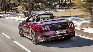 Ford Mustang Convertible (2017 - ) review | Auto Trader UK