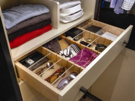 Walk In Closet Accessories by What Look For In A Walk In Closet