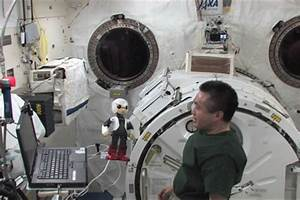 Japan's Kirobo robot chats with astronaut in space for ...