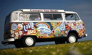 Combi Vw Hippie : another nice paint job kombilove got volkswagen vw hippie van vw bus volkswagen ~ Medecine-chirurgie-esthetiques.com Avis de Voitures