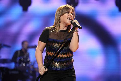 Kelly Clarkson Rocks Out at 2012 Summertime Ball
