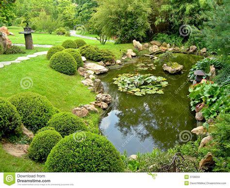 Japanischer Garten Und Teich Lizenzfreie Stockbilder