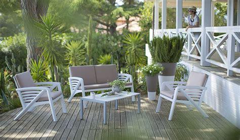 Aménager Un Salon De Jardin Bas Pour S'y Détendre