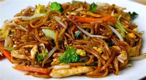 cuisine wok poulet wok de poulet aux légumes et nouilles recette légère plat et recette