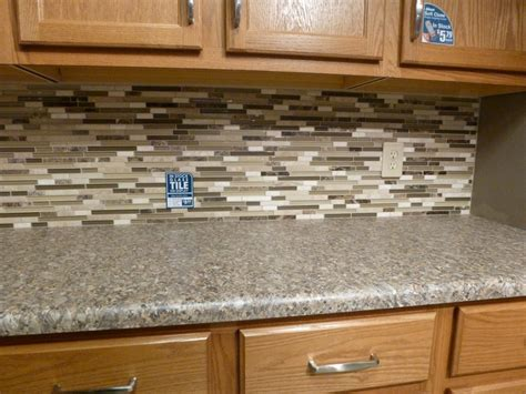 miodern white cabinet glass mosaic tile backsplash that