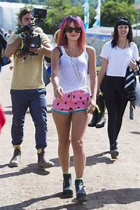 Lily Allen wears multicoloured wig and watermelon shorts ...