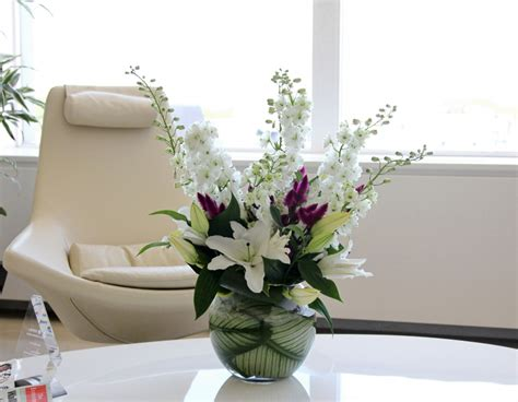 Office Desk Flowers by Office Flowers And Office Plants By Luxury Corporate