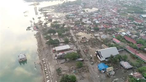 indonesian death toll  earthquake tsunami rises