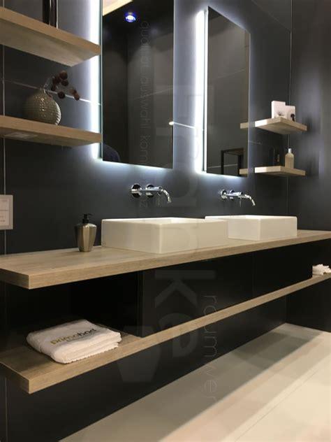Moderne Badezimmer Waschtische by Badm 246 Bel Mit Viel Ablagefl 228 Che Und Stauraum Badezimmer
