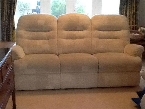 2 recliner chairs and matching sofa cowes expired