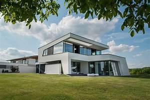 Häuser Mit Pultdach : dynamisches architektenhaus mit faszinierendem interieur ~ Markanthonyermac.com Haus und Dekorationen