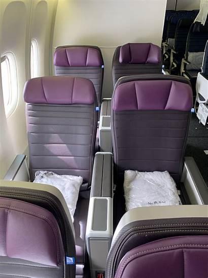 United Premium Plus 777 Airlines Economy 200