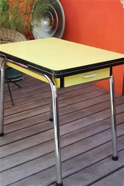 table de cuisine formica table cuisine en formica jaune vintage by fabichka