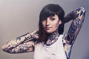 Tattoos Schulter Oberarm Frau : tattoo pflege diese tipps unterst tzen die heilung ~ Frokenaadalensverden.com Haus und Dekorationen