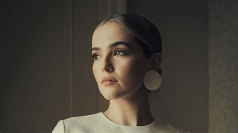 zoey deutch  wallpaper