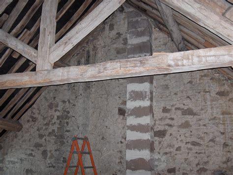 cr 233 er un faux plafond reposant sur les poutres de la charpente