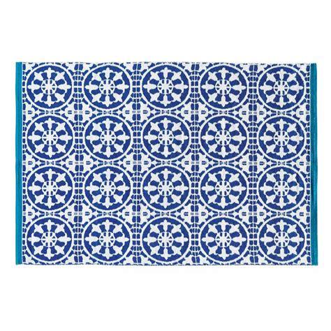 tapis d ext 233 rieur bleu et blanc 140 x 200 cm santorini maisons du monde