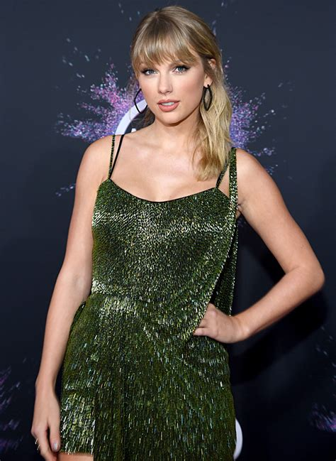 Taylor Swift Gives Sneak Peek at Fearless (Taylor's ...