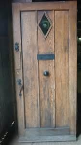Salvoweb Antique Oak Door With Old Bulls Eye Bottle