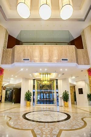 Minshan Lhasa Grand Hotel (chengdu, China)  Foto's. Triana Luxury Apartments. Chateau St. Havel Wellness And Golf Hotel. Oasis Apartments And Treetop Houses. Soderkopings Brunn Hotel. Craig's Royal Hotel. Hotel Kilkenny. Hotel Fifty. Viaggio Nueve TreZ Hotel