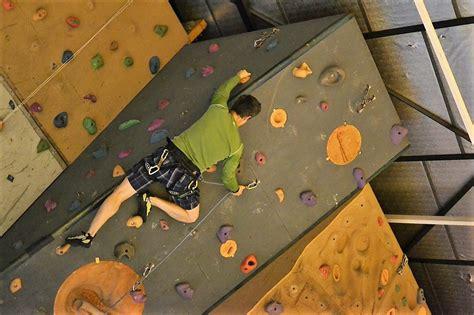 technique d escalade en salle s 233 ance d initiation et autonomie en salle d escalade grenoble alps rock climbing