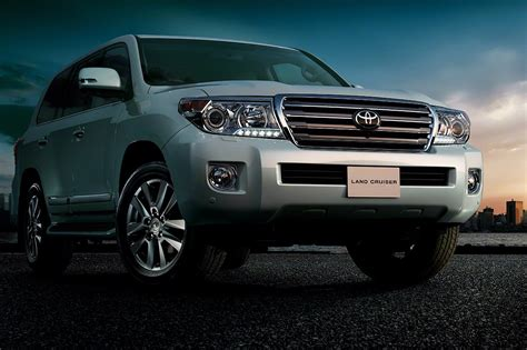 toyota land cruiser  prices  pakistan pictures