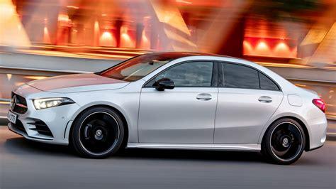 As transições suaves entre o painel de instrumentos, o console central e os acabamentos das portas, criam um agradável e envolvente design. Mercedes A-Class 2019 sedan