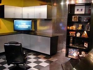 Garage Salon : 10 great garage conversions hgtv ~ Gottalentnigeria.com Avis de Voitures