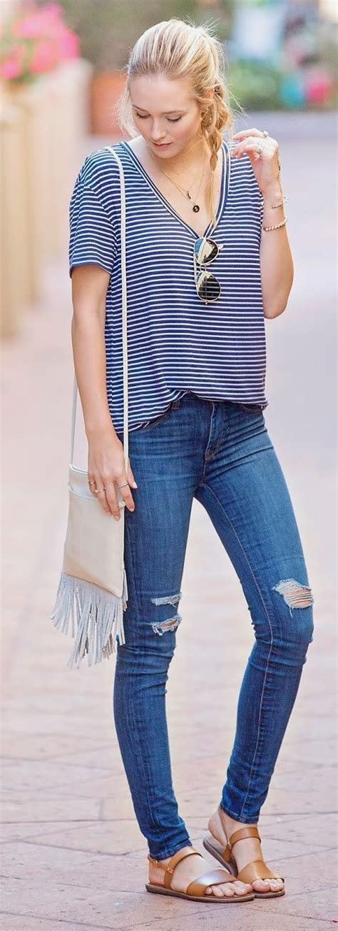 27 Ripped Jeans Outfit Ideas - Pretty Designs