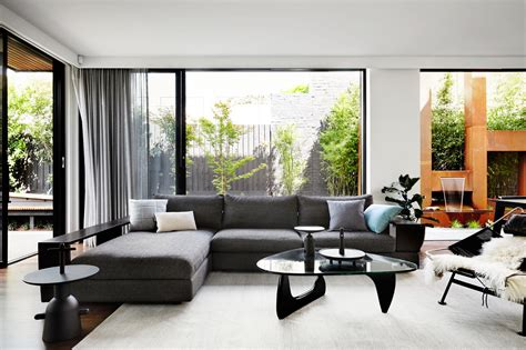 Home Interior Design : A Contemporary, Monochromatic Home In Melbourne By Sisalla