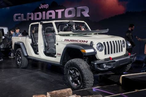 2020 Jeep Gladiator Bed Size by 2020 Jeep Gladiator Brings Adventure To Mid Size Class