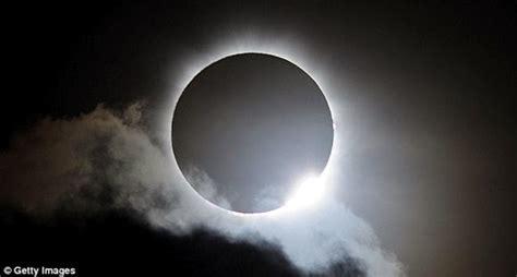 Gerhana jenis ini akan membuat bulan. Kapan Gerhana Matahari Kembali Terjadi di Langit Indonesia ...