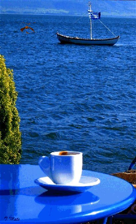 Good old coffee is a drink that many people love and drink every single day. petit déjeuner en bord de mer, bateau, oceano, vacances   Lindas paisagens, Animação, Hora do café