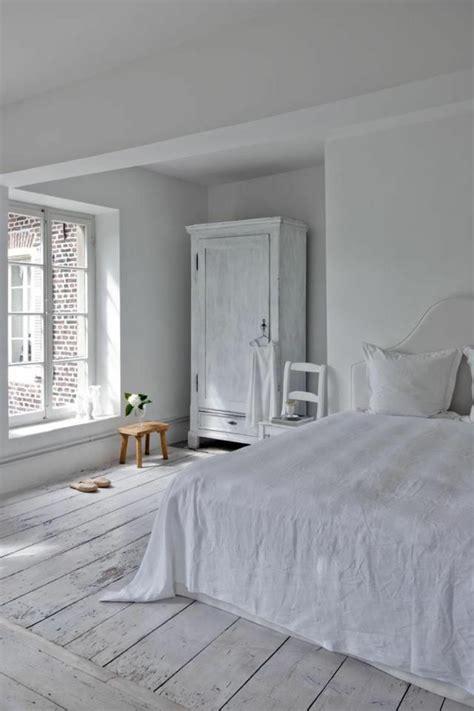 chambre toute blanche le parquet blanc une tendance déco