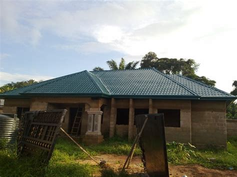 Roofing A 4 Bedroom Bungalow With Gatehouse (pictures