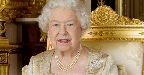 crown     queen  england dies