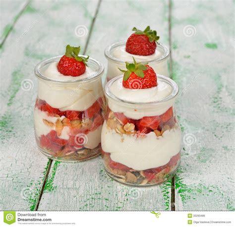 dessert avec des fraises et le mascarpone image libre de droits image 33293486