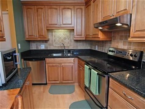 i like the counter cabinet and floor color combo i don t