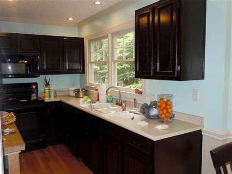 staining kitchen cabinets how to gel stain your kitchen cabinets