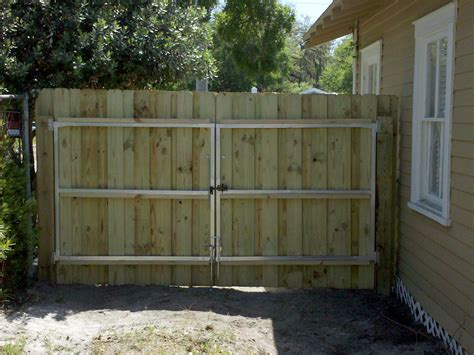 Fence - Gate : Wood Fence Gate
