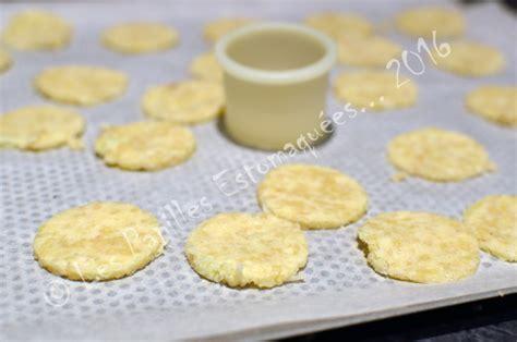 cuisiner le chou romanesco tuiles de chou fleur au parmesan et aux amandes les