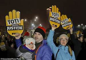 Thousands protest Romania's tax, justice laws | Daily Mail ...