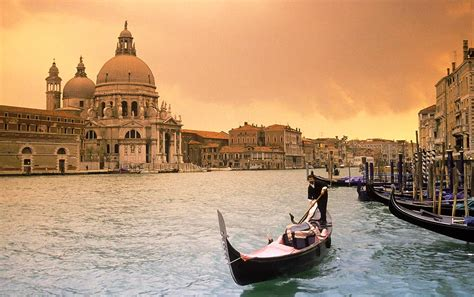 grand canapé grand canal venice float in ecstasy worldtraveland